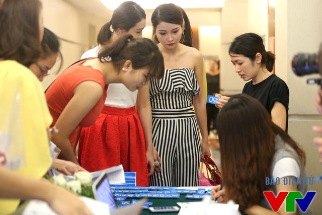 Nhiều thí sinh đã tới tham gia dự thi vòng sơ khảo miền Bắc Hoa hậu Biển Việt Nam 2016 diễn ra tại khách sạn Pullman, Hà Nội.