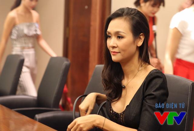 Tương tự như ở vòng sơ khảo miền Nam, Hoa hậu Phụ nữ Việt Nam 2000 Trần Bảo Ngọc tiếp tục đảm nhiệm vai trò cố vấn catlwalk.