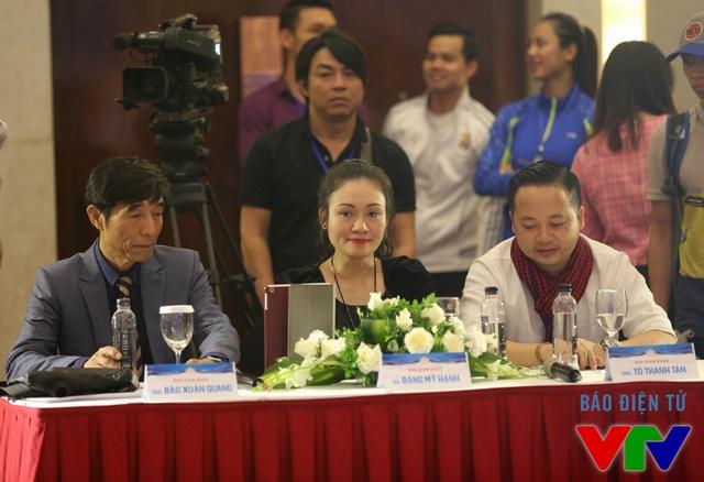Ban giám khảo của vòng sơ khảo miền Bắc bao gồm nhà báo Đào Xuân Quang, bà Đặng Mỹ Hạnh - Tổng cục Chính trị và nhiếp ảnh gia Tô Thanh Tân.