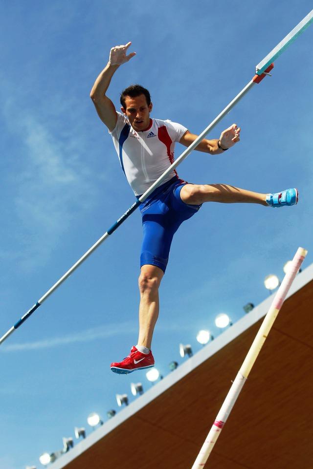 VĐV Renaud Lavillenie đang giữ kỷ lục Olympic ở môn nhảy sào với thành tích 6,16m. Ảnh: EURO Sport