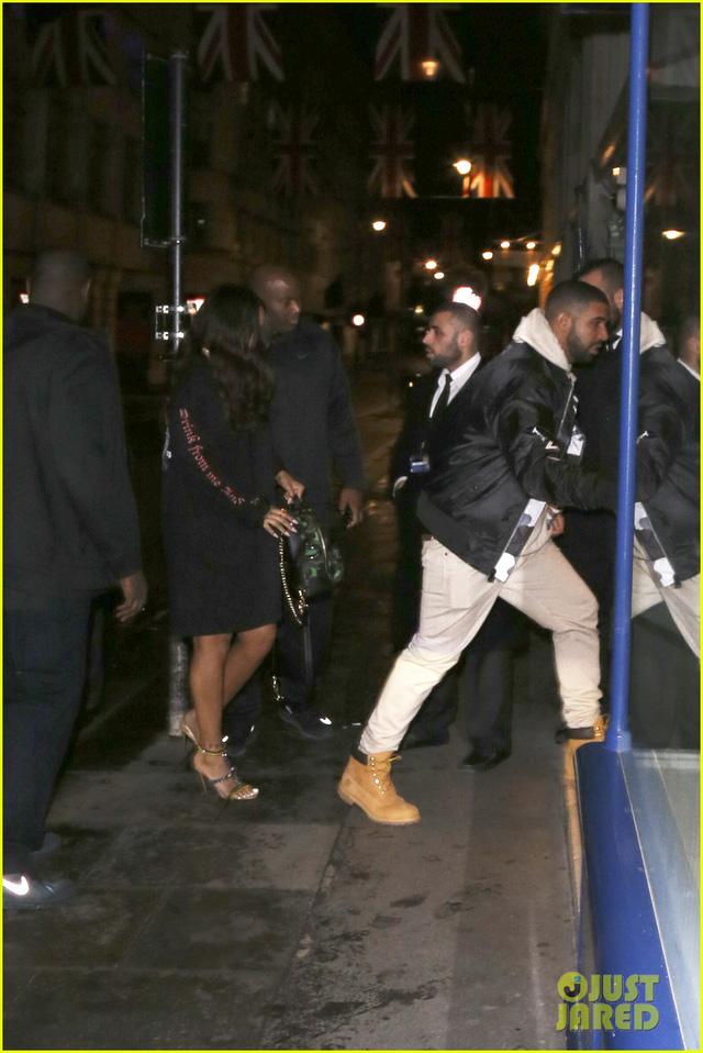 Lần hẹn hò gần nhất giữa Rihanna và Drake tại câu lạc bộ đêm Tramp ở London. (Ảnh: Just Jared)