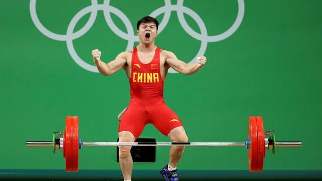 VĐV cử tạ của Trung Quốc, Long Qingquan phá kỷ lục ở hạng cân 56kg nam