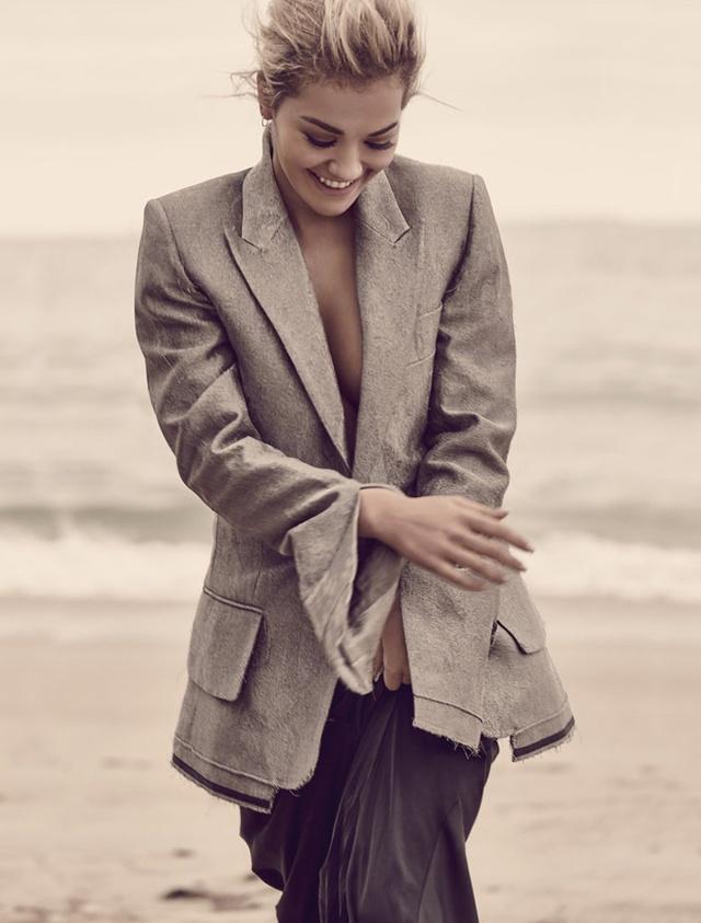 Rita Ora đã xuất hiện trong bộ ảnh mới trên tạp chí Cosmopolitan UK số tháng 9/2016.