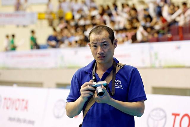 BTV Hồng Hà. Anh là người kiêm nhiều vai trò tại Robocon - phụ trách nhóm tình nguyện viên và kiêm nhiếp ảnh gia của chương trình.