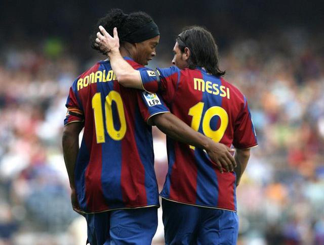 Ronaldinho và Messi thuở còn sát cánh tại Barcelona