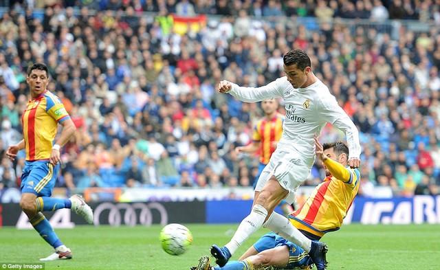 Ronaldo ghi bàn giúp Real giữ nguyên cách biệt 2 bàn ở phút 59.