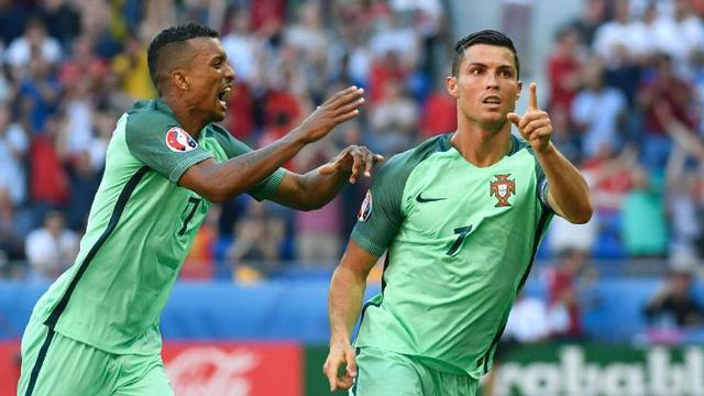 Ronaldo và Nani được giao nhiệm vụ gây đột biến ở hàng công.