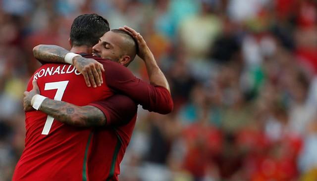 Ronaldo và Quaresma ăn mừng bàn thắng trong hiệp một. Ảnh: Getty