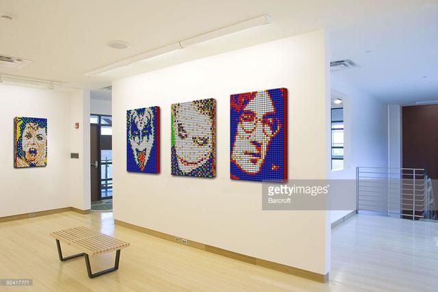 Tại Canada, một cuộc triển lãm những tác phẩm nghệ thuật chân dung của nhiều ngôi sao nổi tiếng ghép bằng rubik đã được tổ chức.