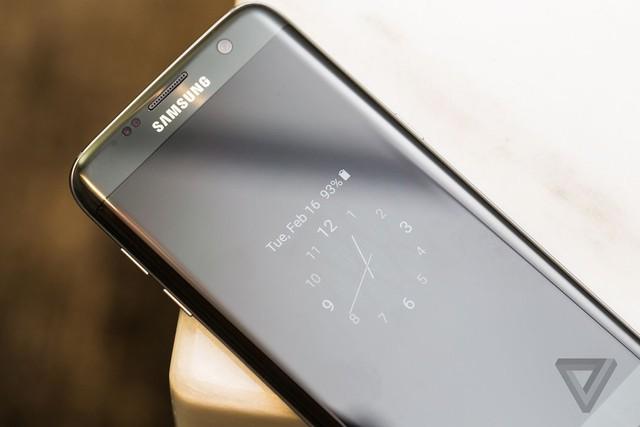 Chế độ màn hình luôn bật trên Galaxy S7 và Galaxy S7 Edge (Ảnh: The Verge)