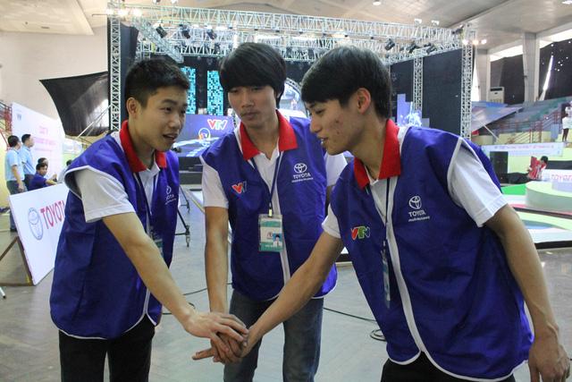 Đội VV01 đến từ Đại học Công nghiệp Hà Nội thể hiện quyết tâm chinh phục Chai Yo! ở vòng loại 2