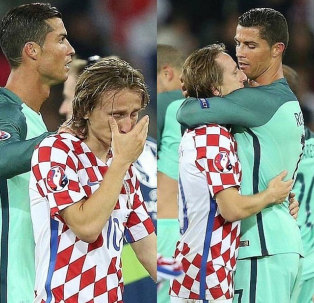 C.Ronaldo chạy tới an ủi người đồng đội tại Real Madrid.