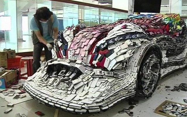 Chiếc siêu xe này được hoàn thành trong 4 tháng từ 25.000 chiếc điện thoại di động cũ.