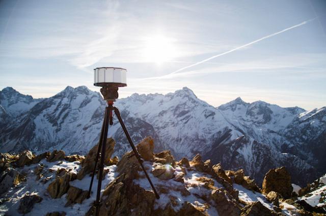 Video được quay ở thời điểm lễ hội trượt tuyết diễn ra tại Les Deux Alpes, Pháp