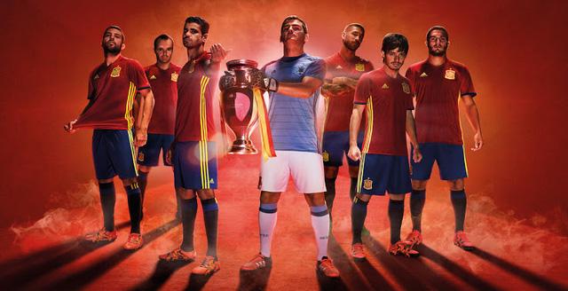 Áp lực của Tây Ban Nha tại EURO 2016 là rất lớn khi họ là nhà ĐKVĐ của giải đấu. Ảnh: Marca