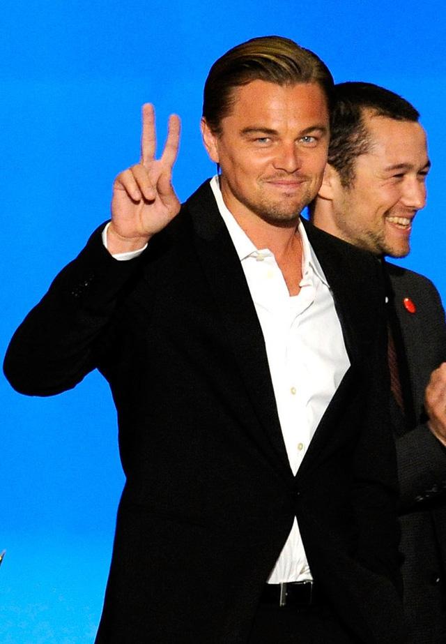 Leo xuất hiện thân thiện và trẻ trung ở Spike TVs Guys Choice Awards 2010.