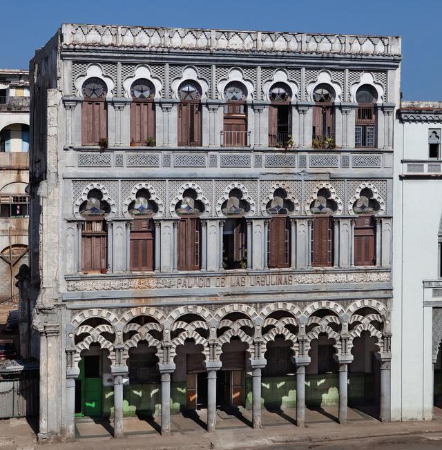 Tòa nhà Palacio de las Ursulinas ở Havana cho thấy nét kiến trúc cổ điển kết hợp hài hòa với kiến trúc của Tây Ban Nha và Arab.
