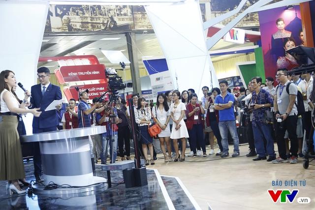 Hoạt động giao lưu do Trung tâm Tin tức VTV24 tổ chức đã thu hút nhiều khách tham quan