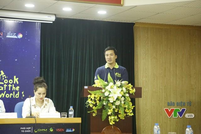 Ông Vũ Minh Lý, giám đốc Trung tâm Tình nguyện Quốc gia, tin rằng sự ra đời của các chương trình như Look at the World sẽ mang đến một làn gió mới cho phong trào thiện nguyện.