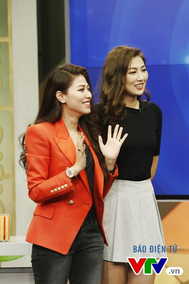 Cô xuất hiện cùng BTV Ngọc Trinh - người đã hướng dẫn cô trong công việc dẫn chương trình