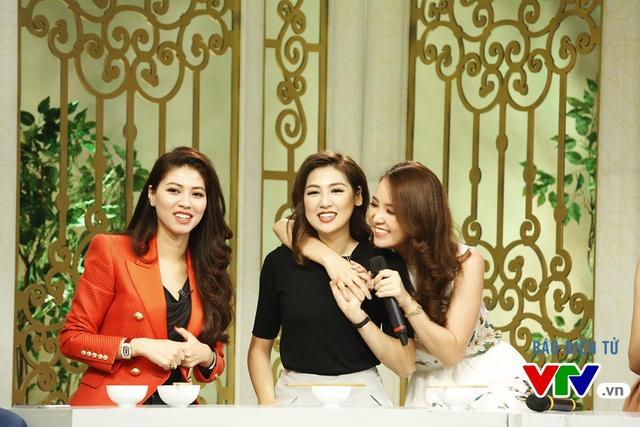 Ba cô gái thể hiện ca khúc Sau tất cả