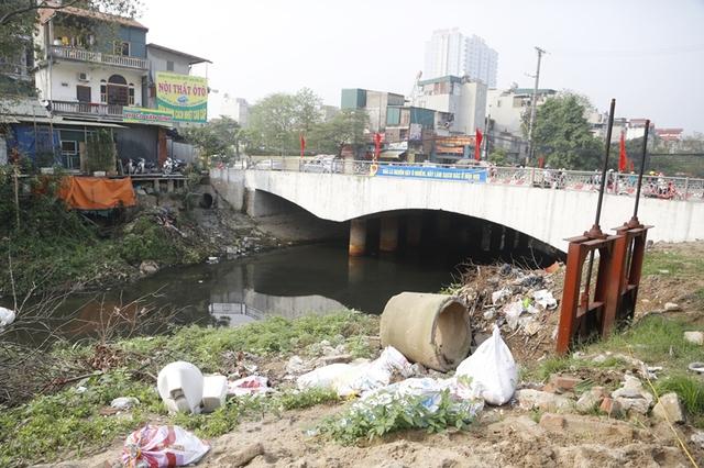 Khu vực sông Nhuệ trước khi được dọn sạch