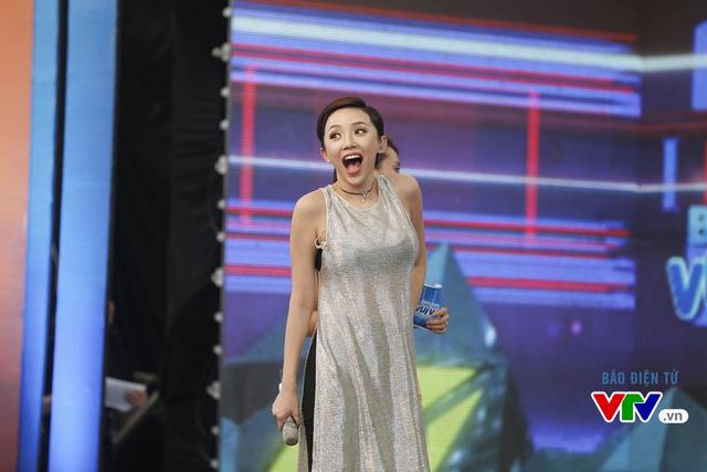 Phản ứng của Tóc Tiên khi xem đoạn video về thời học sinh của mình