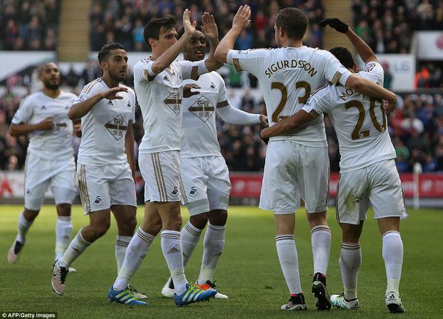 Swansea hoàn thành mục tiêu trụ hạng sau lần đầu đánh bại Chelsea ở EPL.