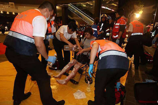 Lực lượng cứu hộ đã nhanh chóng có mặt ở hiện trường để hỗ trợ và cấp cứu những người bị nạn. (Ảnh: China Post)