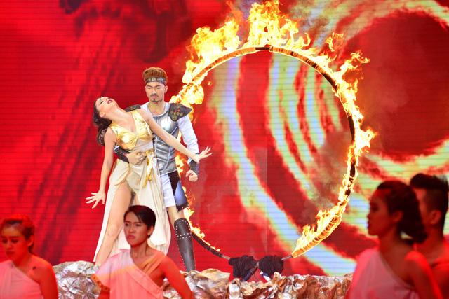 Với bài nhảy thứ hai, ST kể câu chuyện tình yêu của một cặp trai gái thuộc hai giai cấp khác nhau trong thời Ai Cập cổ đại. Thành viên nhóm 365 kết hợp hai điệu Tango và Rumba trong tiết mục. Bải nhảy cảm xúc khiến Khánh Thi nhận xét ST hội tụ đầy đủ yếu tố của một ngôi sao trên sân khấu.
