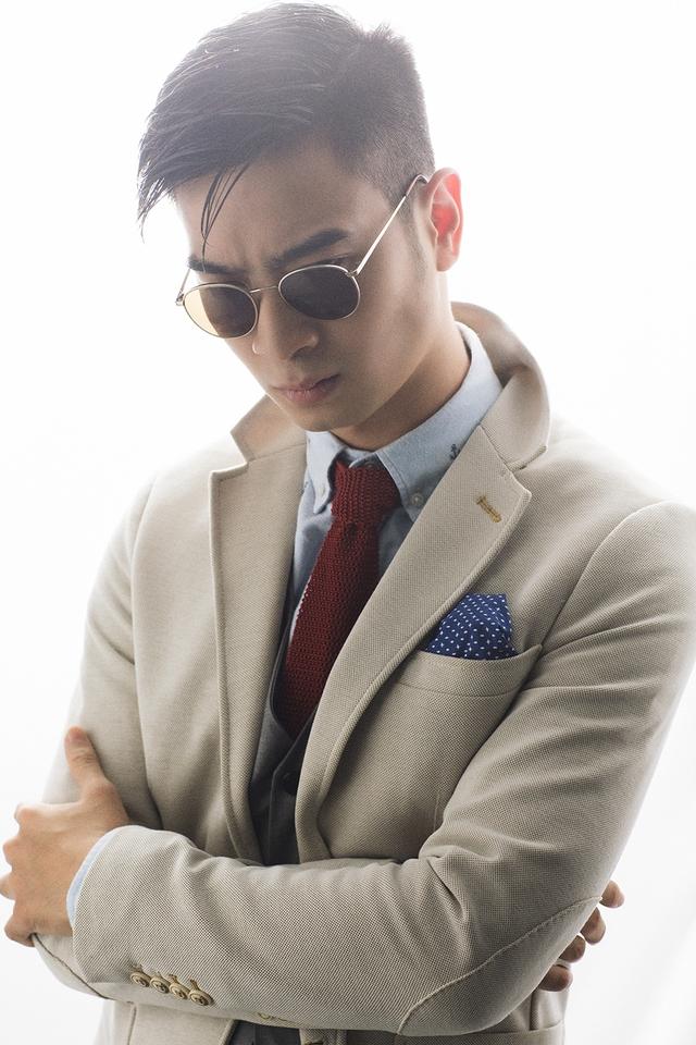 Ngoài ra, anh tiết lộ sẽ phát hành một MV kết hợp với một nghệ sĩ nước ngoài. Tuy nhiên hiên tại, tên của nghệ sĩ này vẫn chưa được tiết lộ.