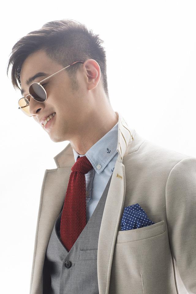 Sau khi bắt tay với nhiều ca sĩ có tiếng của làng nhạc Việt, SlimV đang ấp ủ kế hoạch cho ra mắt một album cho riêng mình. Album này sẽ được anh phát hành ngay sau khi kết thúc chương trình The Remix - Hòa âm ánh sáng.