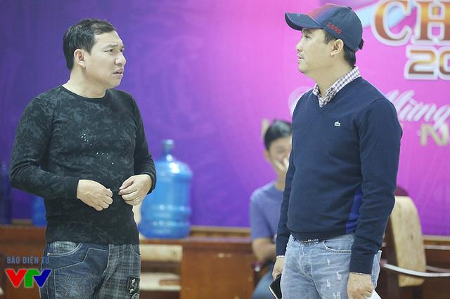 Đạo diễn Đỗ Thanh Hải góp ý cho phần diễn xuất của Táo Quang Thắng.