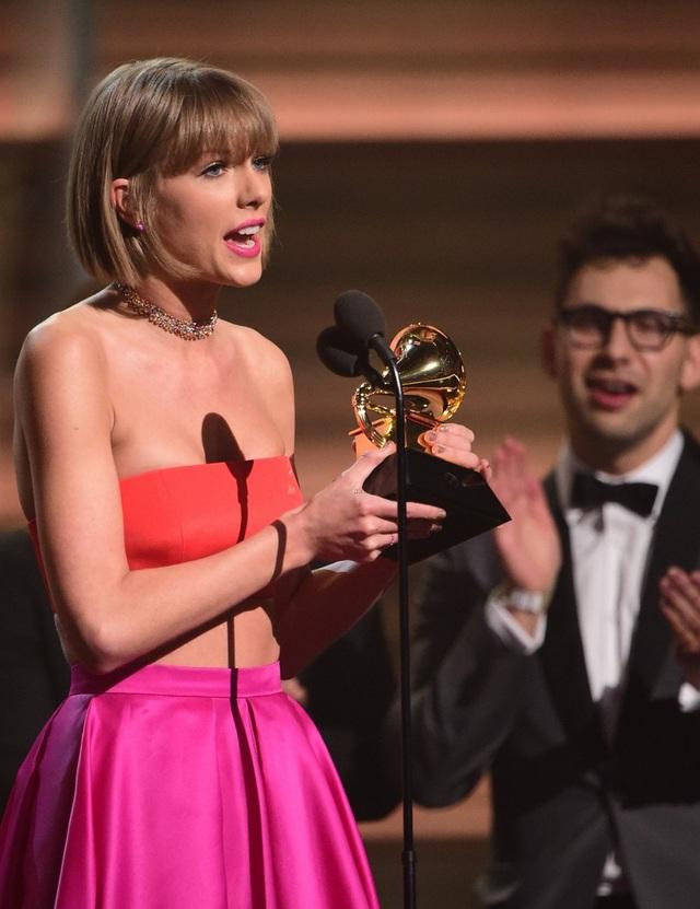 Taylor Swift nhận giải Album của năm trên khấu Grammy 206