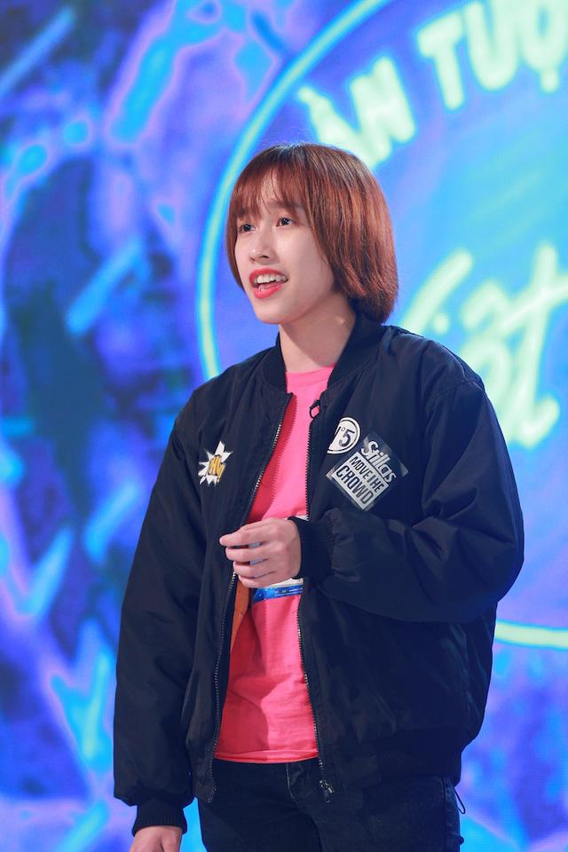 Cô gái casino Hoài Thu được Ban giám khảo đánh giá cao là có tố chất đầy tiềm năng trong âm nhạc khi sở hữu chất giọng tốt.