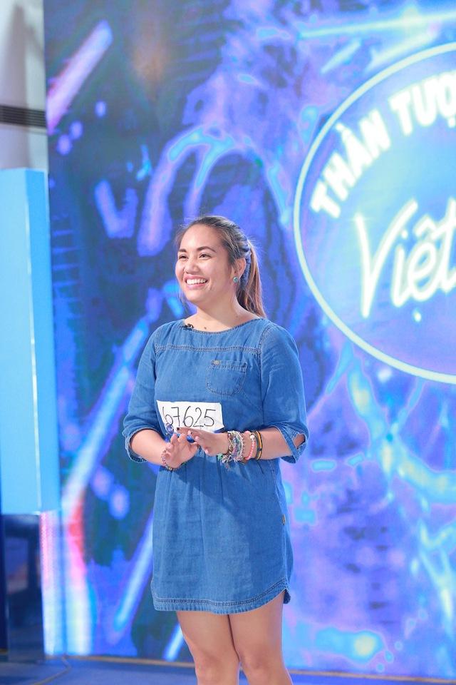 Thí sinh người Philippines - Janice Phương - gây ấn tượng khi thể hiện bản hit Set fire to the rain của Adele và ca khúc Cám ơn tình yêu.T