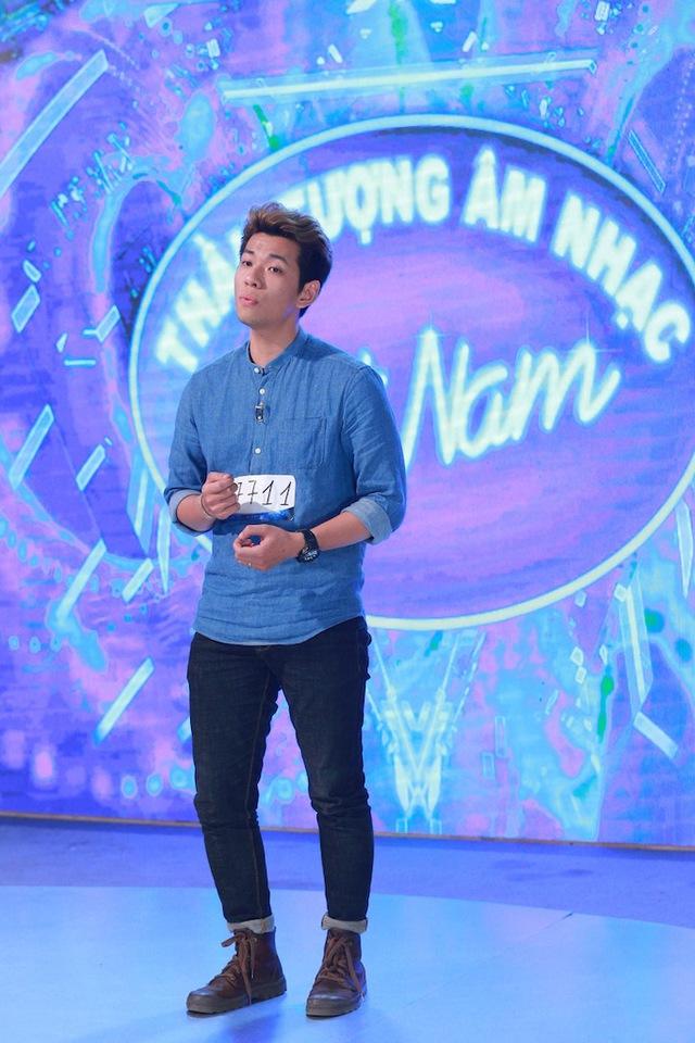 Thí sinh Nguyễn Minh Đức đi thi do... nghe theo lời vợ. Anh đã thể hiện ca khúc Make you feel my love dành tặng vợ mình.