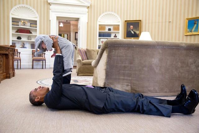 Tờ Business Insider bình luận: Bức ảnh này đã nói lên tất cả