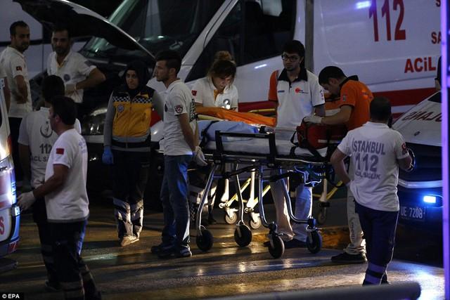 Những nạn nhân bị thương nhanh chóng được đưa tới bệnh viện.