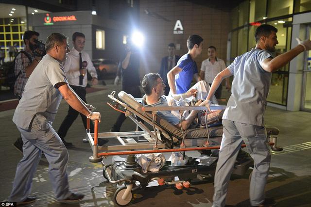 Hiện số người bị thương đã lên tới hơn 100 người.