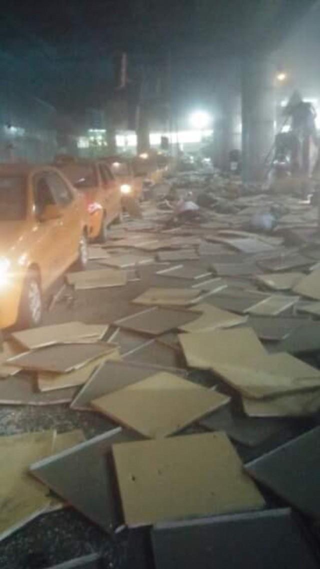 Hiện trường ngổn ngang sau những vụ nổ bom ở sân bay TP Istanbul.