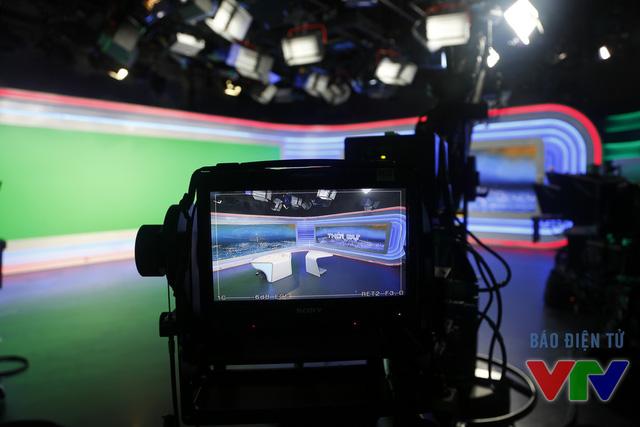 Trường quay bản tin Thời sự 19h cuối cùng của năm Ất Mùi trước giờ lên sóng