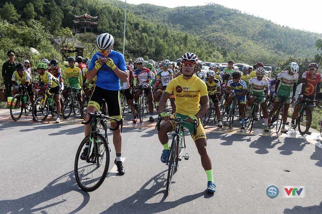 Đoàn đua trước khi xuất phát tại Quảng Bình