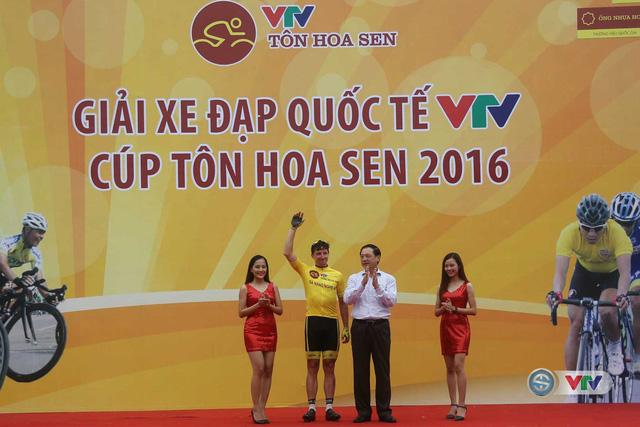 BTC trao áo vàng sau 4 chặng đấu cho cua-rơ Jos Koop của đội BICT, Lào