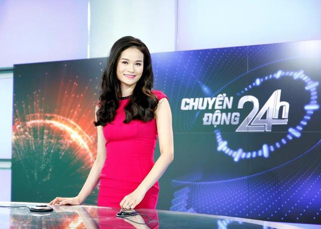 Như nhiều MC khác của Chuyển động 24, Thu Hương cũng có phong cách thời trang sang trọng không kém phần nữ tính khi lên hình.