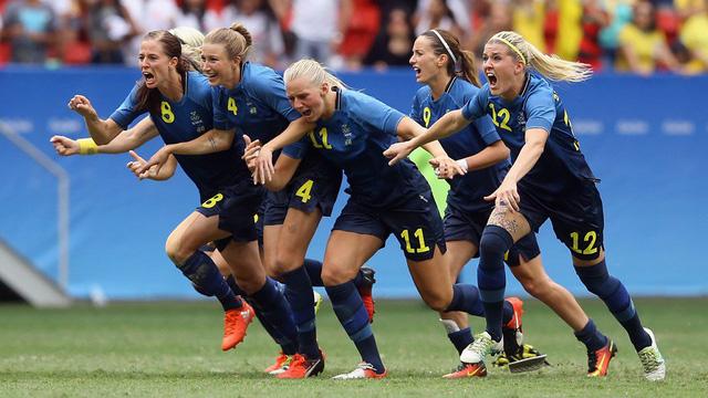 ĐT bóng đá nữ Thụy Điển ăn mừng chiến thắng trước chủ nhà ĐT bóng đá nữ Brazil