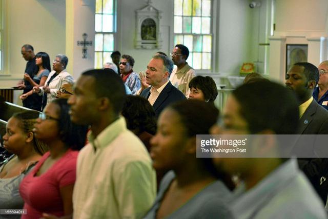 Ông Tim Kaine thường xuyên đến cầu nguyện tại nhà thờ của người da màu.