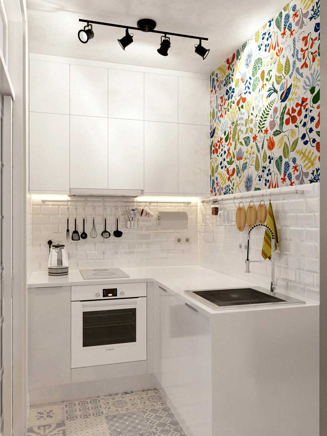 Góc bếp nhỏ gọn với mảng tường hoa nổi bật, nhiều màu sắc.
