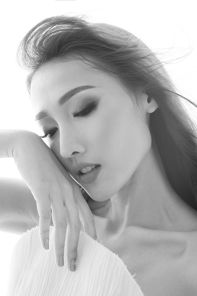 Tô Uyên Khánh Ngọc là người mẫu của Elite Model, từng đóng quảng cáo cho nhãn hàng. Cô đạt giải Đồng Siêu mẫu Việt Nam 2013, Siêu mẫu châu Á 2015.
