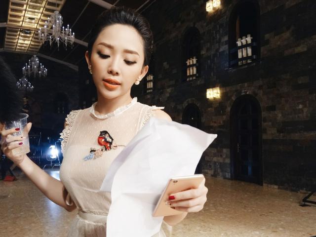 """Trong thử thách dành cho các thí sinh, Tóc Tiên hứa hẹn sẽ là """"bà cô quyền lực"""" mang đến nhiều khó khăn cho các thí sinh."""